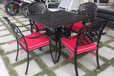 bàn ghế vuông sân vườn